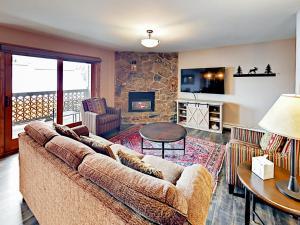 2305 Apres Ski Way Condo Unit 221 - Apartment - Steamboat