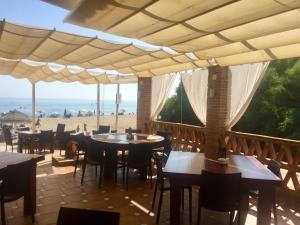 Marbella Beach Resort at Club Playa Real, Apartmanok  Marbella - big - 81