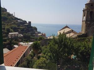 Silvia's guest house in Vernazza - AbcAlberghi.com
