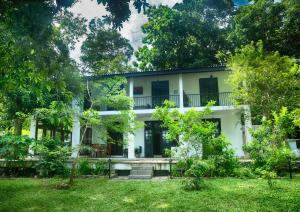 Villa by the Lake Bolgoda, Moratuwa-Colombo