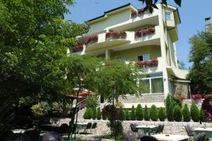Accommodation in Buna