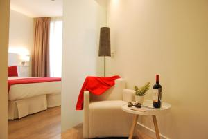 Hotel Pompaelo (2 of 62)