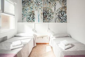 Twin Room with Private Bathroom Madrid Motion Hostels