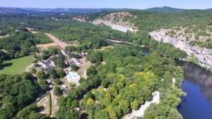 Location gîte, chambres d'hotes VVF Villages « Les Rives de Dordogne » Martel-Gluges dans le département Lot 46