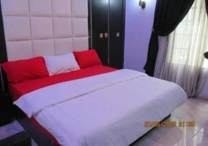 . 11:45 Hotel & Suites