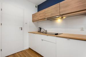 Happy Apartments Aura