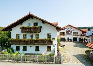 "Ferienhof ""Schoppa-Haisl"" - Breitenberg"
