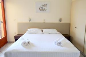 Hotel Karyatides Aegina Greece