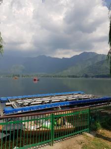 Kashmir View Houseboat, Отели  Сринагар - big - 32