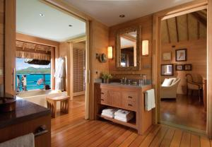 Four Seasons Resort Bora Bora (18 of 59)