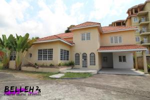 Belleh23 Kingston Creative Guesthouse - Four Roads