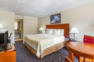 Days Inn & Suites by Wyndham Clermont - Howey Height