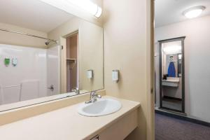 Super 8 by Wyndham Windsor NS, Hotels  Windsor - big - 28