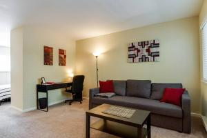 Safe and clean apartment near SJC and DTSJ - Burbank