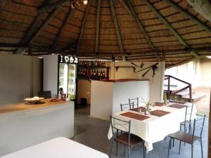 Chobe Sunset Chalets, Affittacamere  Lesoma - big - 36