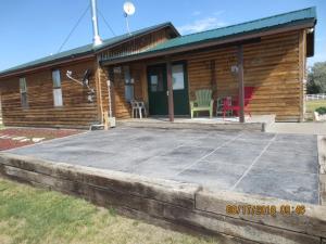 Log Cabin - Center