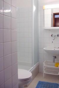 Twin Room Seget Vranjica 5160a, Guest houses  Trogir - big - 2