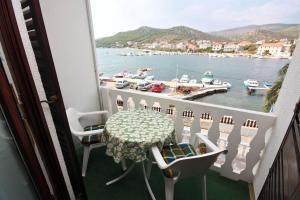 Twin Room Seget Vranjica 5160a, Guest houses  Trogir - big - 3