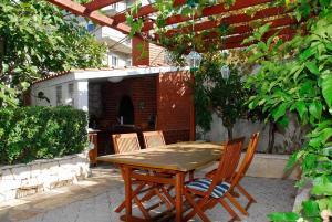 Twin Room Seget Vranjica 5160a, Guest houses  Trogir - big - 13