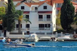 Twin Room Seget Vranjica 5160a, Guest houses  Trogir - big - 6