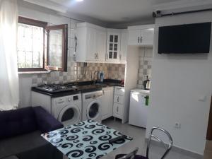 Arat Apartments, Апарт-отели  Стамбул - big - 53