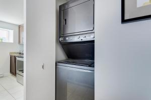 Palais-des-Congrès Furnished Apartments by Hometrotting, Apartmány  Montreal - big - 85