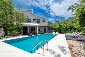 Hidden Escape by Cayman Villas - Half Moon Bay