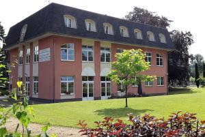 Vzdělávací Středisko a Hotel - Leutersdorf