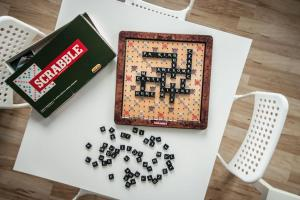 Perfect Located, bright SCRABBLE Studio (with Parking)