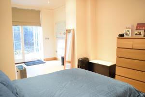 Spacious 1 Bedroom Apartment, Ferienwohnungen  London - big - 12