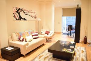 Spacious 1 Bedroom Apartment, Ferienwohnungen - London