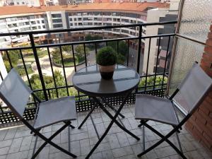 obrázek - Manzanera, junto Ayuntamiento y Riojaforum