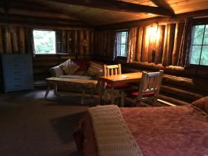 Rustic Log Cabins, Lodge  Lisbon - big - 16