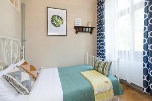 WAWELOVE ROYAL spacious 2 bedroom apt 1 min to Main Sq!