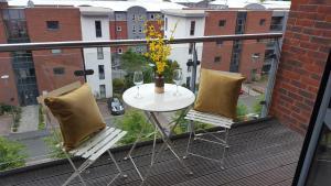 obrázek - Stylish Modern Central Apartment & Secure Parking