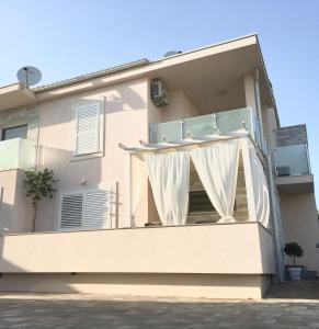 Apartment Josip 2, Apartmanok  Tribunj - big - 1