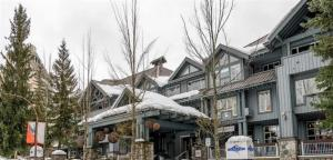 obrázek - Impeccable Glacier Lodge Hotel Room w Pool+Hot Tub