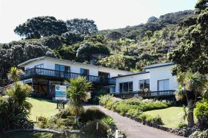Tipi and Bobs Waterfront Lodge, Turistaházak  Tryphena - big - 102