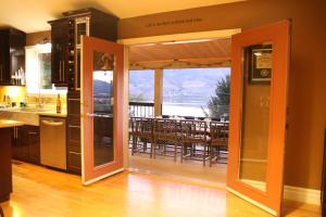 Above the Beach Bed and Breakfast - Accommodation - Penticton