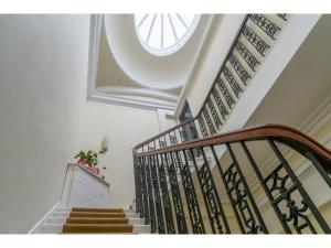 Stunning, Georgian, Grade A listed building for 6