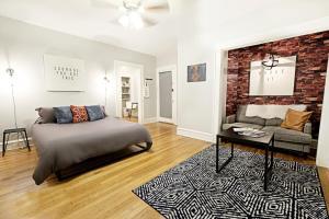 Modern {Craft}   Lower Greenville Studio Apartment