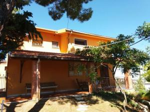 3 bedroom villa near Citta Sant'Angelo - AbcAlberghi.com