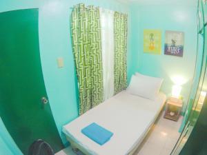 NoMadsMNL Backpackers Homestay, Проживание в семье  Манила - big - 28