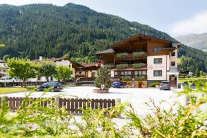 Hotel Garni Bergland - Neustift im Stubaital