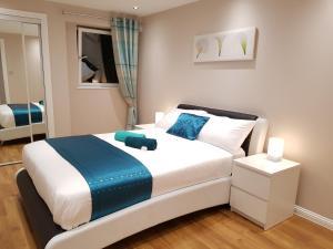 Glasgow's City Centre Refined 3 bedroom apartment