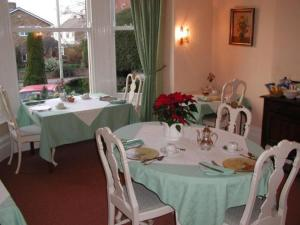 Badger Towers, Bed and Breakfasts  Cheltenham - big - 9
