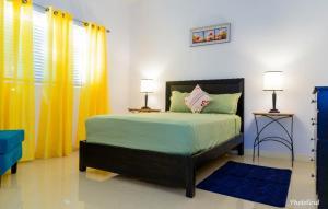 Caymanas Estate Neighbor, Penzióny - Caymanas