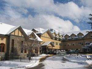 YWCA Banff Hotel - Accommodation - Banff