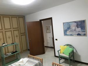 Camera Doppia con Letti Singoli con Servizi Igienici in Comune