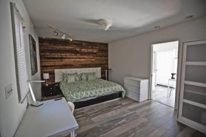 Private Bedroom near Universal Studios